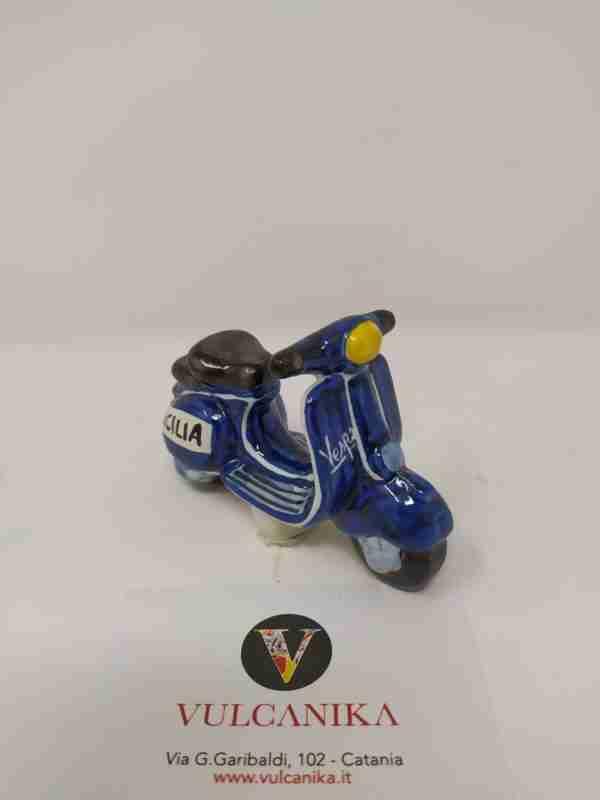 Vespa 50 Piaggio in Ceramica di Caltagirone dipinta a mano
