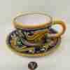 Tazza da tè con piattino in ceramica di Caltagirone dipinta a mano